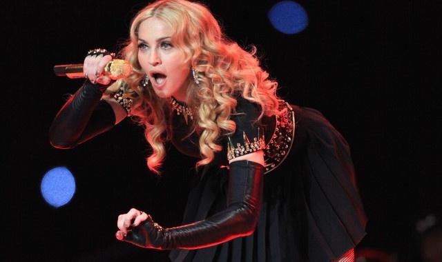 Madonna len an hanh dong giet bao cua con trai Donald Trump hinh anh