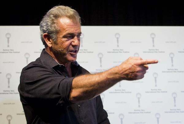 Mel Gibson goi phim Batman v Superman la 'rac ruoi' hinh anh