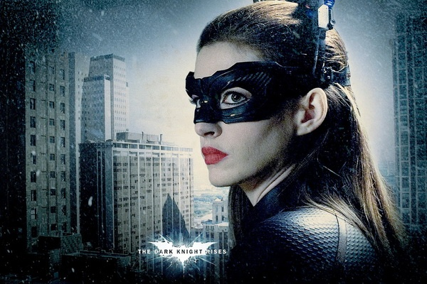 Anne Hathaway muon tiep tuc sam vai Catwoman hinh anh