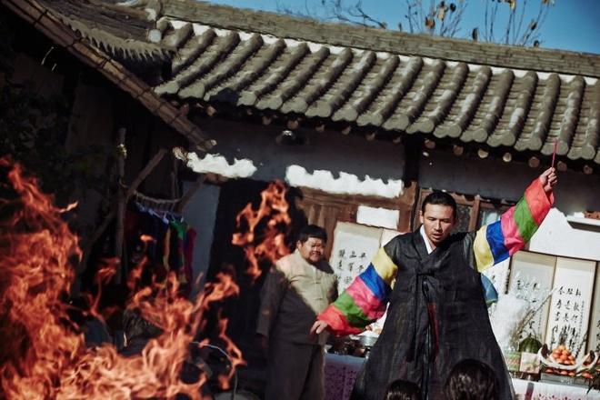 'The Wailing': Tac pham kinh di xuat sac den tu Han Quoc hinh anh 4