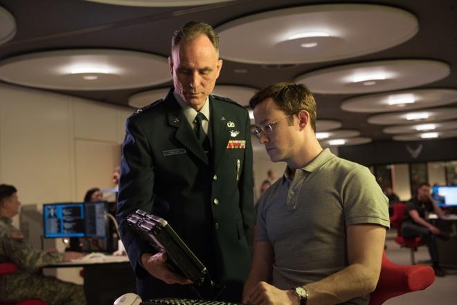 review phim Mat vu Snowden anh 2