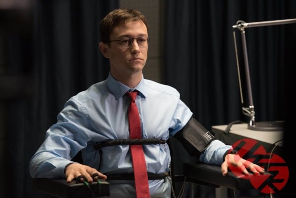 'Snowden': Ke phan boi nuoc My khien ca the gioi rung dong hinh anh
