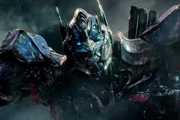 Nguoi may Optimus Prime bi thao tung trong 'Transformers 5' hinh anh 1
