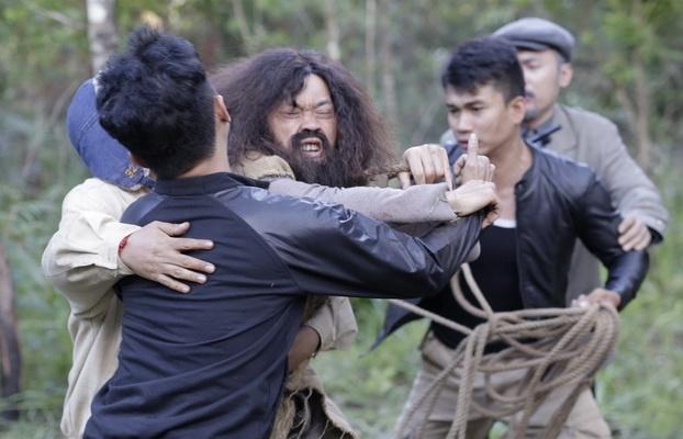 Hoai Linh tu dien canh bay nhay khi dong vai nguoi rung hinh anh