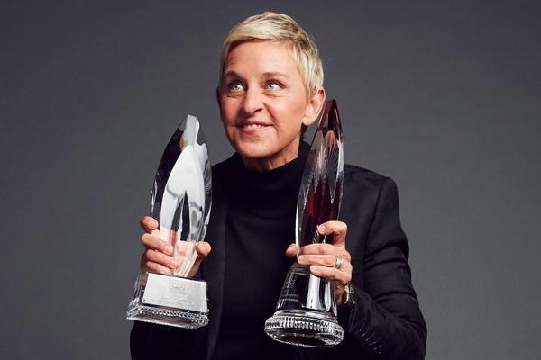 MC Ellen DeGeneres lam nen lich su tai giai People's Choice hinh anh