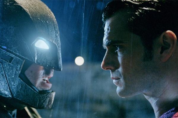 Bom tan 'Batman v Superman' am bon giai Mam xoi vang hinh anh 2