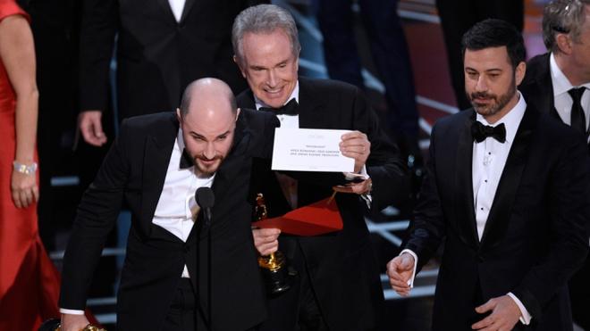 Ly do Oscar 2017 mac sai lam bi hai nhu Hoa hau Hoan vu 2015 hinh anh 1