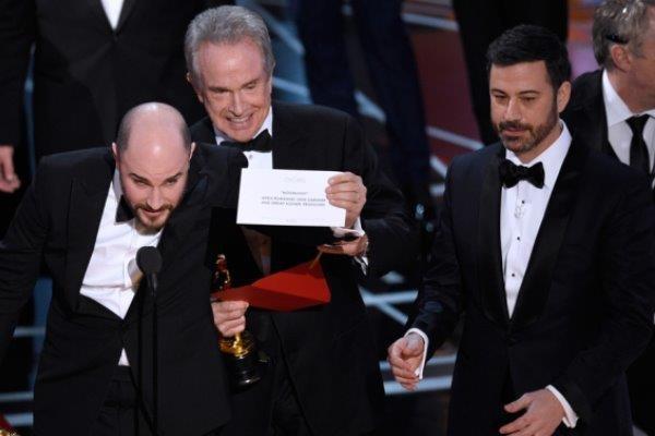 Ly do Oscar 2017 mac sai lam bi hai nhu Hoa hau Hoan vu 2015 hinh anh