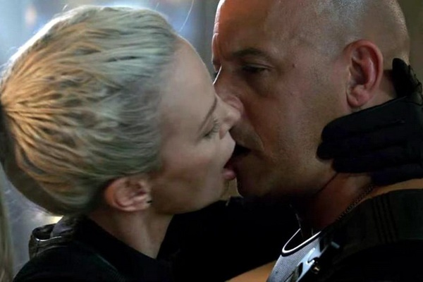 Charlize Theron ke ve nu hon voi Vin Diesel trong 'Fast & Furious 8' hinh anh