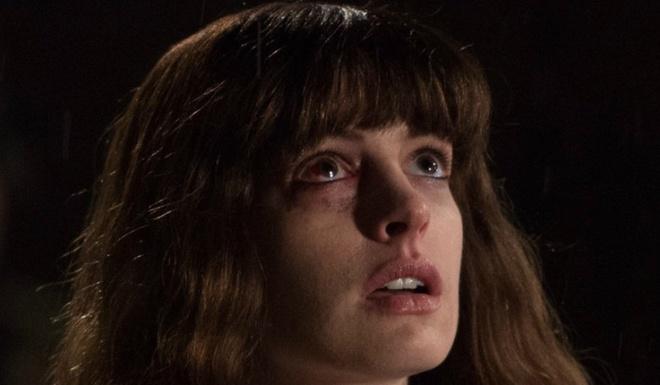 'Co gai va ga khong lo': Bo phim ky quai cua nguoi dep Anne Hathaway hinh anh