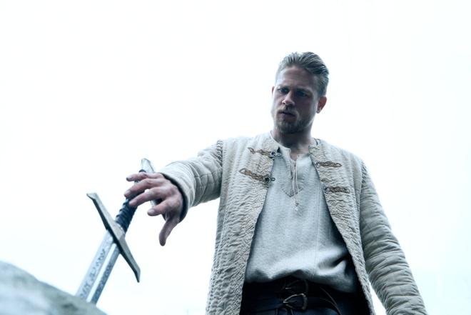 Ly do khien 'Vua Arthur: Thanh guom trong da' lun bai tai phong ve hinh anh