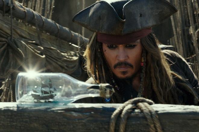 Johnny Depp dai thang, The Rock that bai tai phong ve hinh anh
