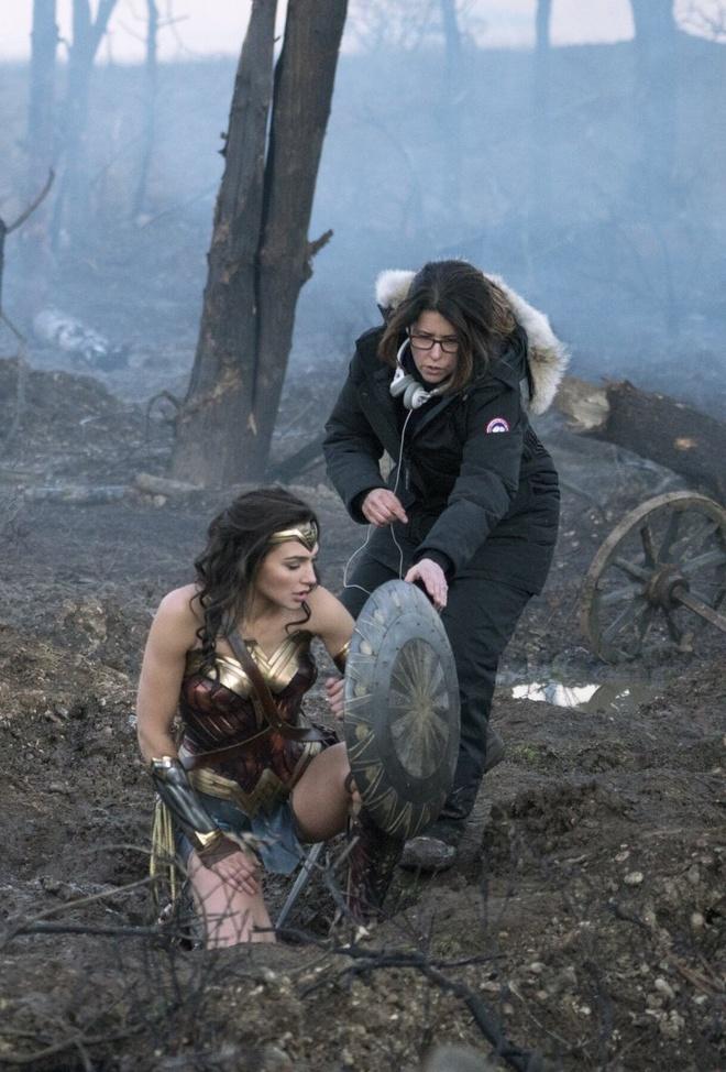 Wonder Woman hanh hiep tai nuoc My hien dai trong phan hai hinh anh 1