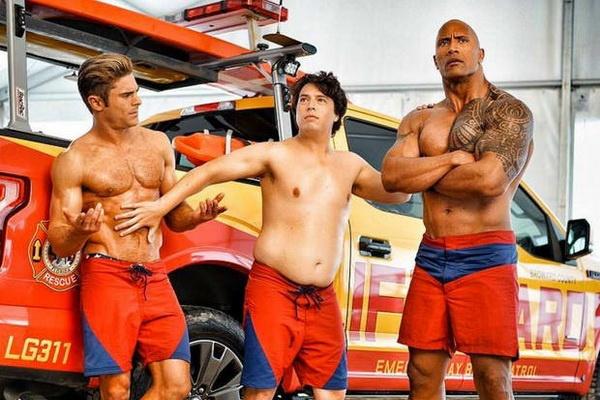 'Baywatch': Phim dam tinh trai cua The Rock va Zac Efron hinh anh