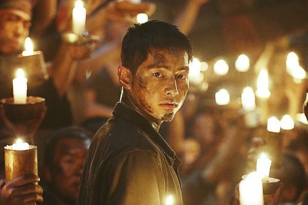 Bom tan chien tranh cua Song Joong-ki ra rap Viet Nam vao thang 8 hinh anh