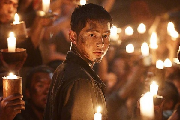 Giai 'Oscar Han Quoc' ngo lo bom tan chien tranh cua Song Joong-ki hinh anh