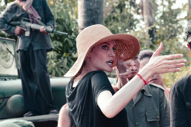 Phim cua Angelina Jolie va 'Cha cong con' bi loai khoi Oscar 2018 hinh anh