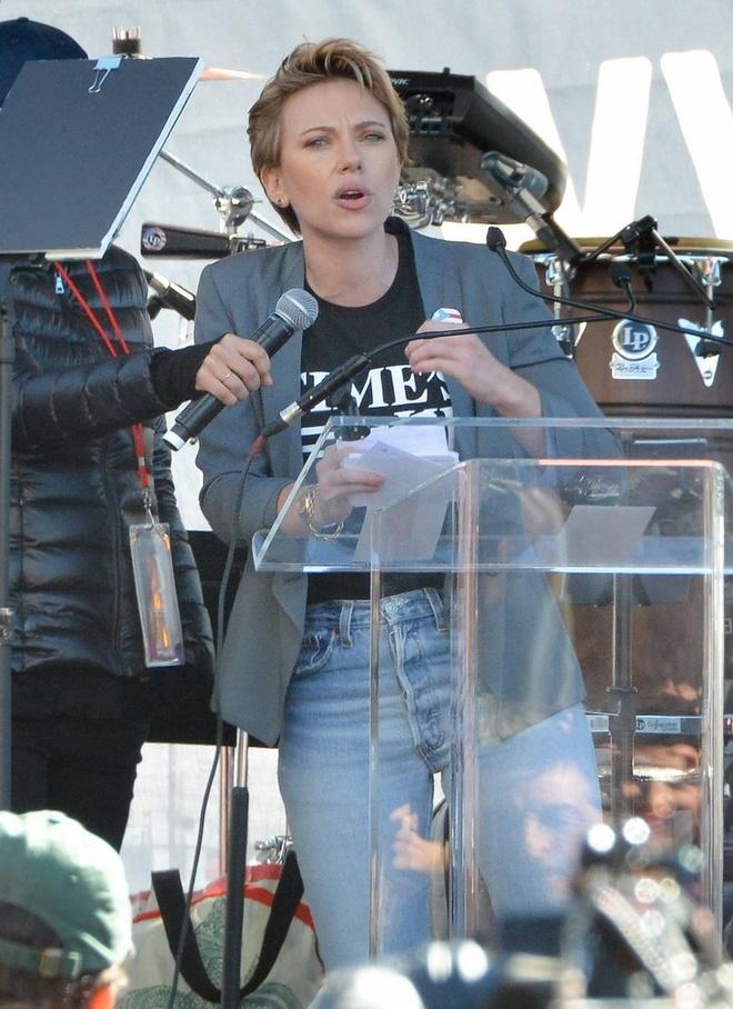 Scarlett Johansson cong khai chi trich James Franco ve be boi sex hinh anh 1