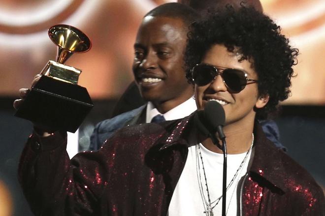 Grammy 2018: Vuot qua 'Despacito', Bruno Mars gianh thang loi vang doi hinh anh