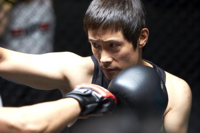 Phim moi cua Lee Byung Hun tiep tuc an khach tai que nha Han Quoc hinh anh