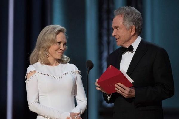 Bo doi doc nham giai Oscar se lai xuong ten giai Phim truyen nam nay hinh anh