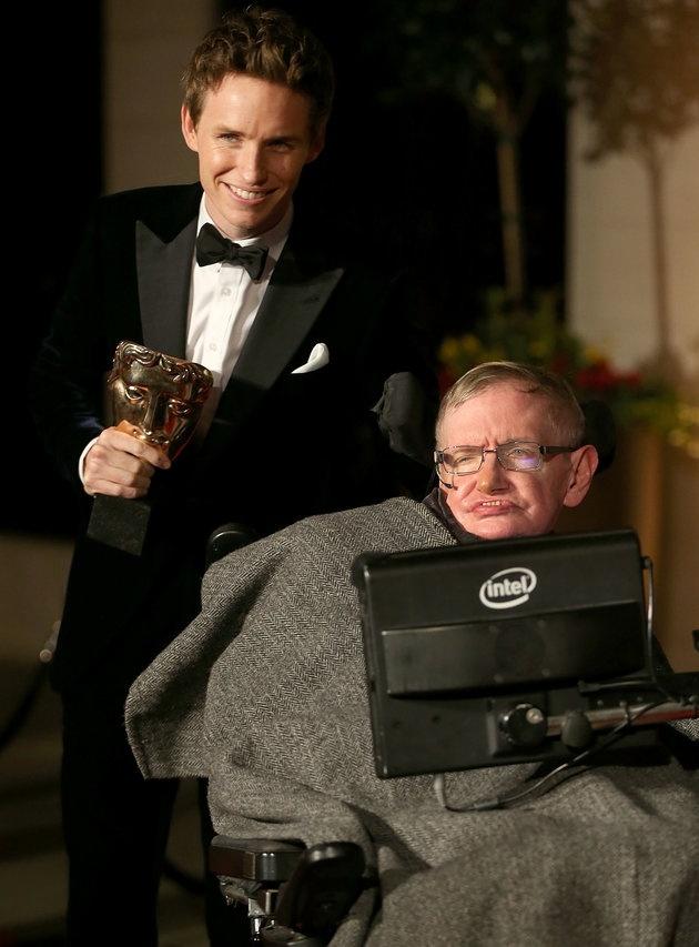 Ngoi sao 'Thuyet van vat' gui loi tri an Stephen Hawking hinh anh 1