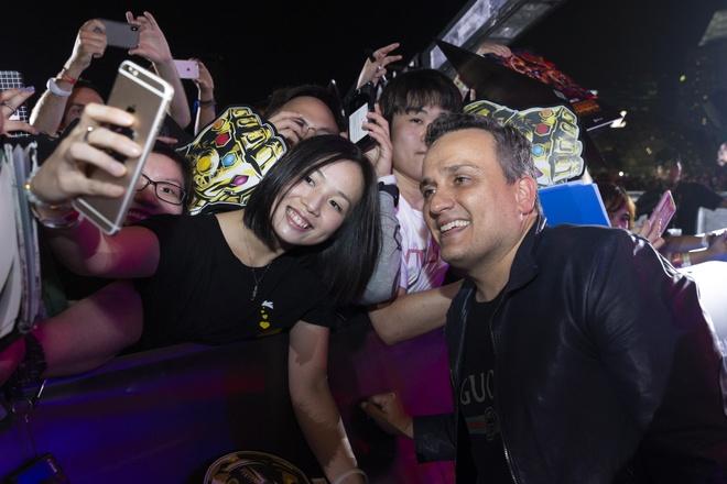 Fan Singapore doi hon 15 tieng de gap dan sao 'Avengers: Infinity War' hinh anh 8