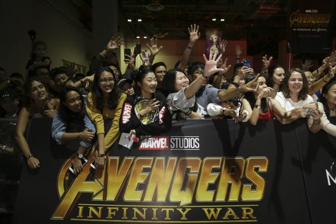Fan Singapore doi hon 15 tieng de gap dan sao 'Avengers: Infinity War' hinh anh 11