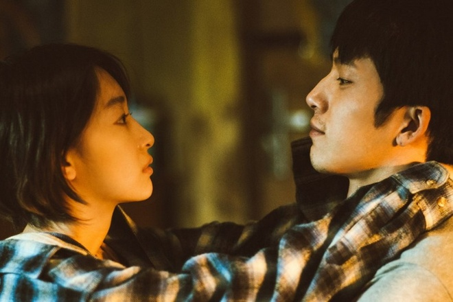 Phim ngon tinh Trung Quoc bi to choi tro gian xao dip nghi le hinh anh