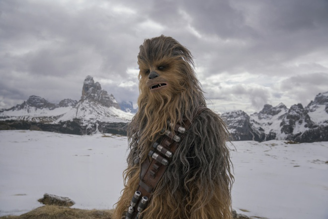 'Solo: Star Wars ngoai truyen' chat vat giu ngoi dau phong ve Bac My hinh anh