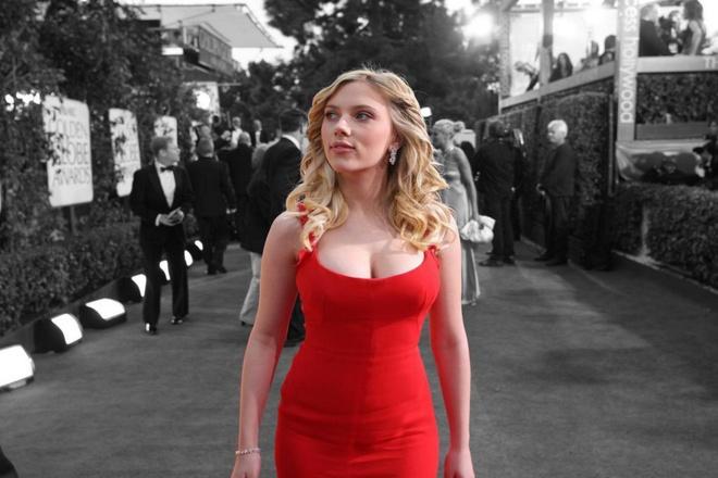 Scarlett Johansson vi dau bo vai chuyen gioi gay tranh cai? hinh anh