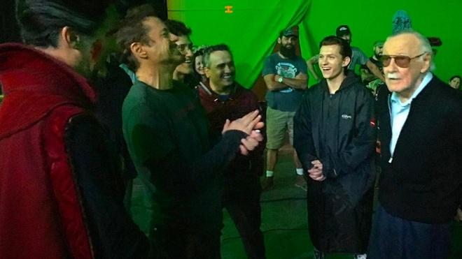 Dan sao Marvel dong loat tuong nho va tri an Stan Lee hinh anh 6