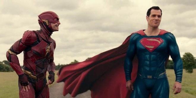 Sao 'The Flash' tu lam bien kich de co niu keo vai dien? hinh anh 2