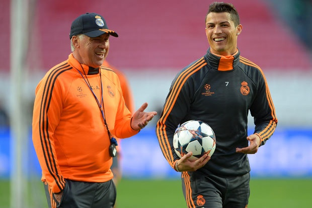 HLV Ancelotti tho phao khi Ronaldo tro lai hinh anh 1