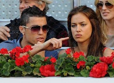 Ronaldo gio thoi vu phu voi Irina hinh anh
