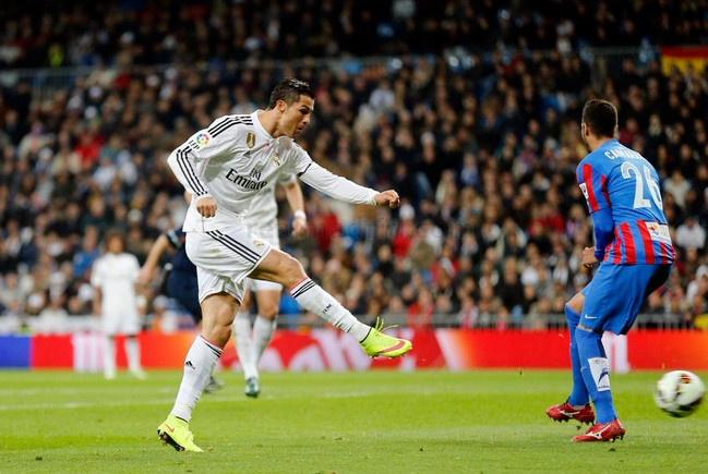 Ronaldo to thai do bat man khi Bale lap cong hinh anh 5