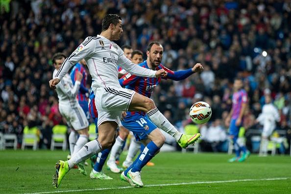Ronaldo to thai do bat man khi Bale lap cong hinh anh 8