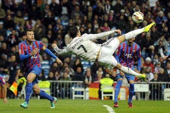 Ronaldo to thai do bat man khi Bale lap cong hinh anh 3