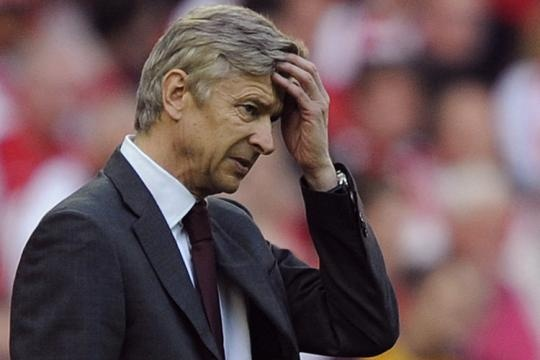 Wenger am anh ve doi hinh xuat phat cua Arsenal hinh anh