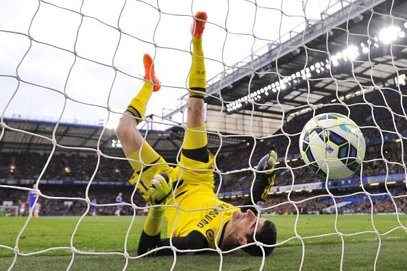 Chelsea thung luoi tu hon 60 m, Bayern ha Dortmund hinh anh