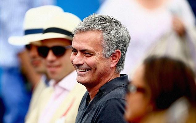 Mourinho khong vui khi chung kien Nadal bai tran hinh anh 1