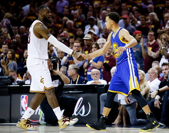 Golden State Warriors vo dich NBA sau 40 nam hinh anh 8