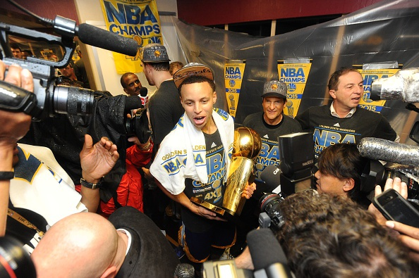 Golden State Warriors vo dich NBA sau 40 nam hinh anh 5