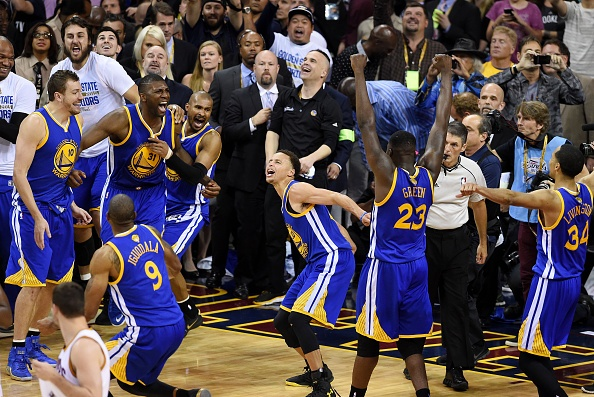 Golden State Warriors vo dich NBA sau 40 nam hinh anh 1