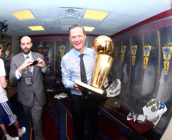 Golden State Warriors vo dich NBA sau 40 nam hinh anh 6
