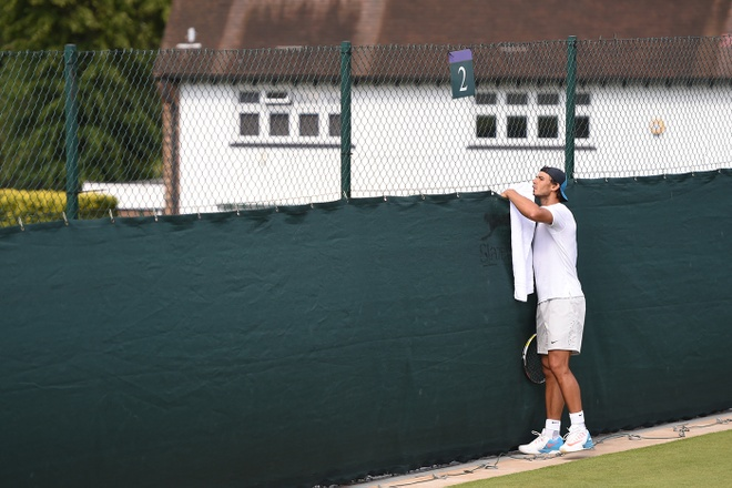 'Ong vua san dat nen' Nadal do tham doi thu truoc Wimbledon hinh anh