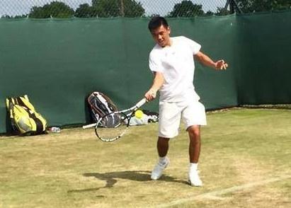 Ly Hoang Nam bi loai ngay tran ra quan tai Wimbledon hinh anh