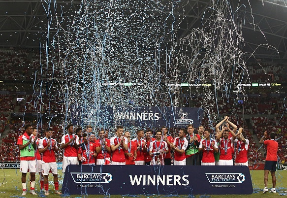 Ha Everton 3-1, Arsenal vo dich Premier League Asia Trophy hinh anh