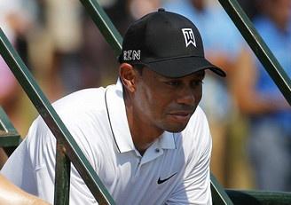Jordan Spieth tang toc, Tiger Woods tien gan ky luc buon hinh anh