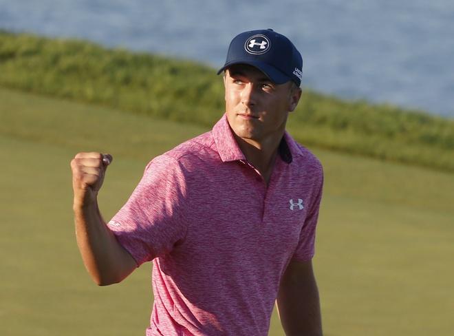 Jordan Spieth ap sat ngoi dau sau vong 3 PGA Championship hinh anh
